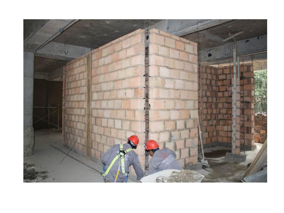 En un edificio en obras - 3 part 8
